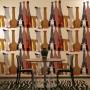 bottiglie-adesivo-il-tavolo-2-installazione